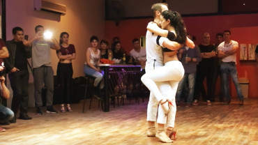 Example of kizomba fusion during a demo in Buenos Aires
